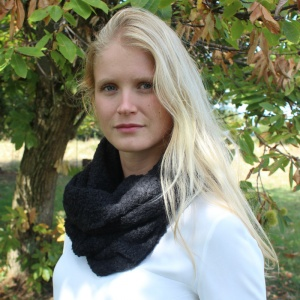 Anna - Black alpaca snood