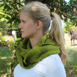 Anna - Moss green alpaca snood