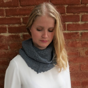 Cécilia -Slate gray alpaca snood