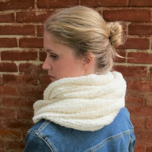 Anna - White alpaca snood